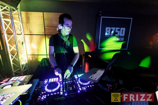2017-03-11,_30-deluxe-party, 8750-disco-93.jpg
