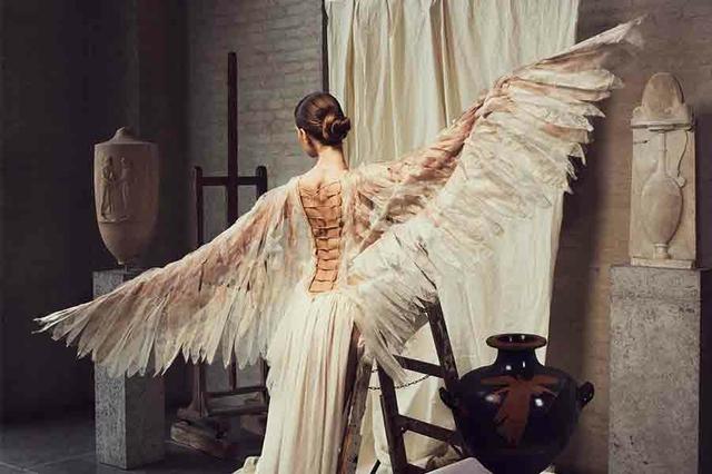 Divine X Design. Das Kleid der Antike