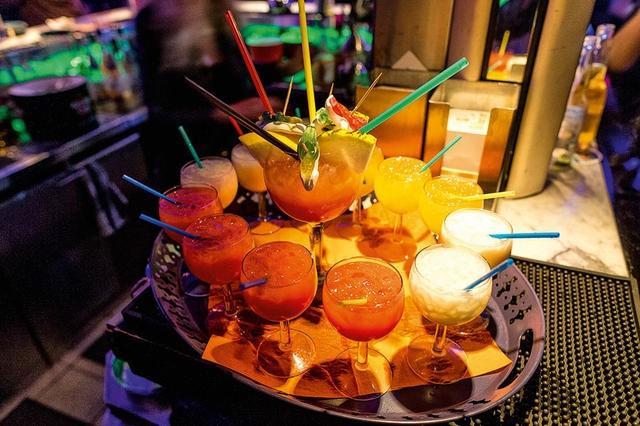 Cocktails_Domino