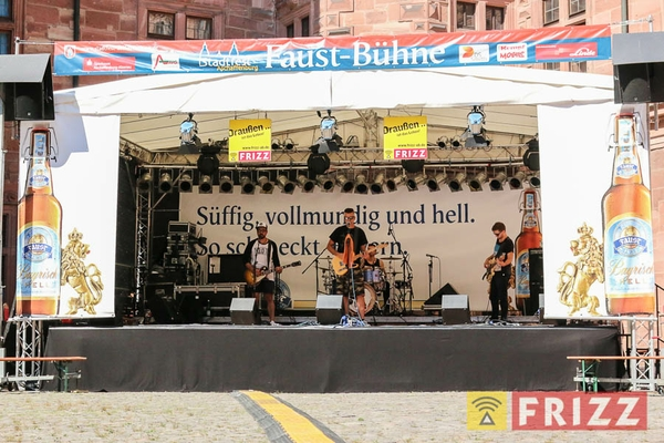 2016-08-27_faust-buehne-schlosshof-2.jpg