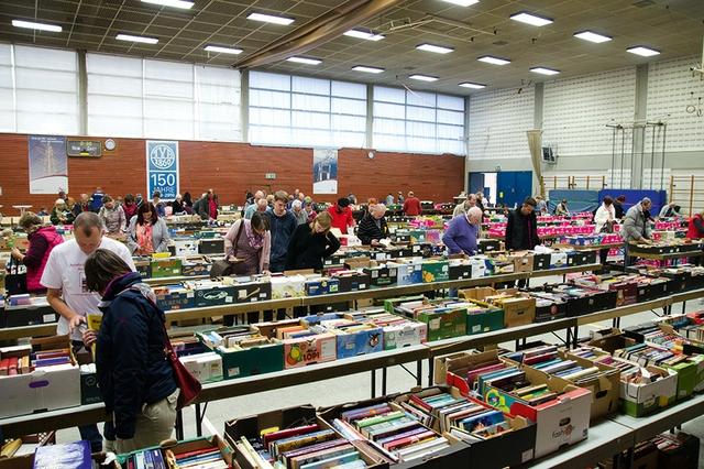 Benefiz-Bücherflohmarkt